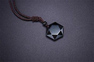 erős védelmező amulett