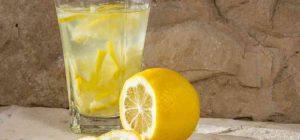 éhgyomor pohár citrom víz